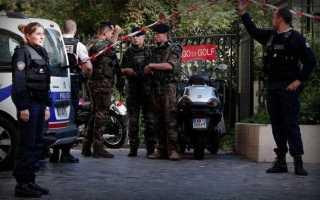 Теракт в Париже: Автомобиль протаранил группу военных, 6 ранено